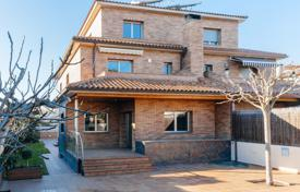 Residential for sale in Cardedeu. Luminous villa with an elevator, a garden and terraces, Cardedeu, Spain