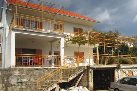 Property for sale in Dubrovnik Neretva County. Two-storey seaside house with a large parking area and the possibility of living area expanding, Mlini, Dubrovnik, Croatia