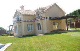 Luxury 5 bedroom houses for sale in Castille and Leon. Well designed and built house