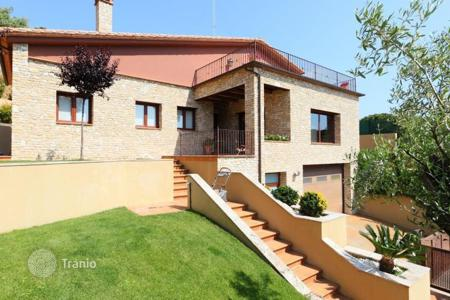 Coastal houses for sale in Kalonji. Villa – Kalonji, Catalonia, Spain