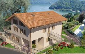 Cheap apartments with pools for sale in Italian Lakes. Apartment – Lake Como, Lombardy, Italy
