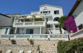 4 bedroom houses for sale in Roquebrune - Cap Martin. Provencal villa on 3 levels with a panoramic sea view