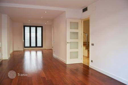 Townhouses for sale in Barcelona. New townhouse close to the Paseo de Gracia