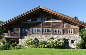 Luxury houses with pools for sale in Auvergne-Rhône-Alpes. Historic farmhouse with a garden and panoramic views of the mountains of Mont Blanc, Megeve, Alpes, France