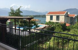 Apartments with pools for sale in Tivat. 2 bedroom apartment in residential development