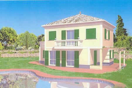 Houses with pools for sale in Ospedaletti. New villa with a pool and a garden, close to the sea, Ospedaletti, Italy. Possibility to finish interiors to your own taste