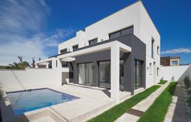 New two-storey villa with a balcony and a pool, Empuriabrava, Spain for 525,000 €