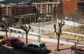 Cheap 2 bedroom apartments for sale in Catalonia. Flat in Mas Baell