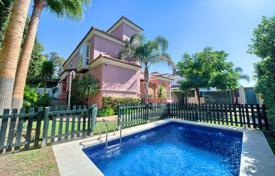 Property for sale in San Pedro Alcántara. Beach villa with a private garden, a swimming pool, a parking and sea views, San Pedro Alcantara, Spain