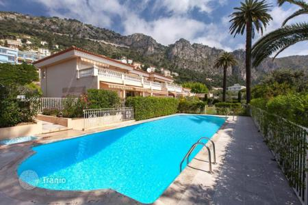 Cheap 2 bedroom apartments for sale in Western Europe. Magnificent 3 room apartment in a luxury residence with pool