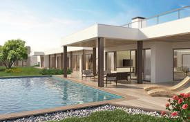 Contemporary 6 bedroom villa with pool, solar water and electricity, Vale de Lama, nr Lagos for 2,838,000 $