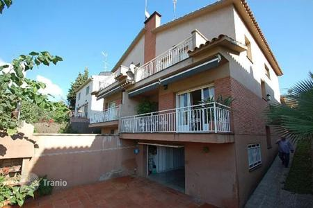 4 bedroom houses for sale in Alella. Villa – Alella, Catalonia, Spain