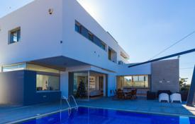 Houses with pools for sale in Limassol (city). Villa – Limassol (city), Limassol, Cyprus