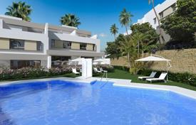 Townhouses for sale in Mijas. Modern townhouse with a terrace and sea and mountain views in a residence with a pool, a tennis court, a garden and a parking, Mijas, Spain