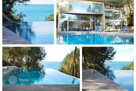 5 bedroom houses for sale in Costa Dorada. Villa - Tarragona, Catalonia, Spain