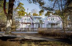 Houses for sale in Finland. Comfortable villa with terraces and a balcony near the sea, Hanko, Finland