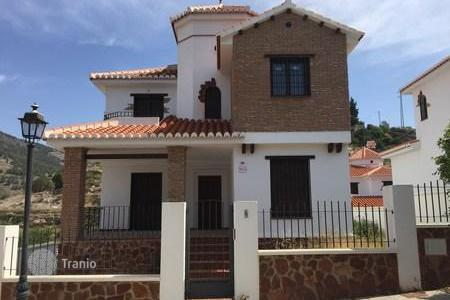 Cheap 3 bedroom houses for sale in Andalusia. Villa - Vélez de Benaudalla, Andalusia, Spain