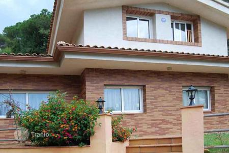 4 bedroom houses for sale in Catalonia. House surrounded by nature in a quiet area of the Maresme, Spain