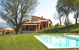 Houses with pools for sale in Narni. Luxury farmhouse for sale in Umbria