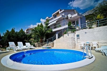 Coastal houses for sale in Makarska. Villa with the pool in Makarska
