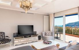 Luxury apartments with pools for sale in Côte d'Azur (French Riviera). Bright flat with a terrace and sea views in a residence with a pool, Cap-Ferrat, French Riviera, France
