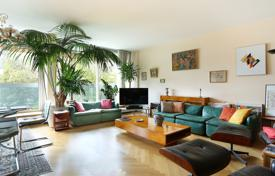 Luxury 2 bedroom apartments for sale in Paris. Paris 7th District – A floor through near 120 m² apartment