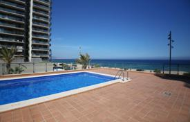 Coastal residential for sale in Badalona. Beautiful apartment in 1st sea line with fantastic sea views, next to all amenities