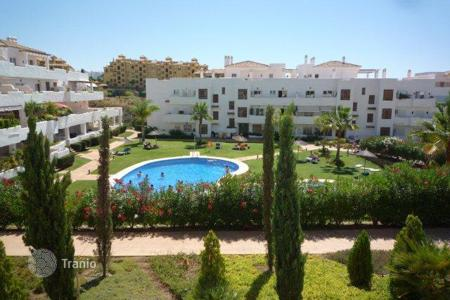 Bank repossessions property in Costa del Sol. Apartment – Estepona, Andalusia, Spain