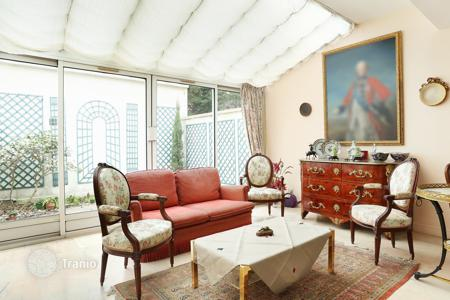 5 bedroom houses for sale in Neuilly-sur-Seine. Neuilly-sur-Seine. A superb near 250 m² property