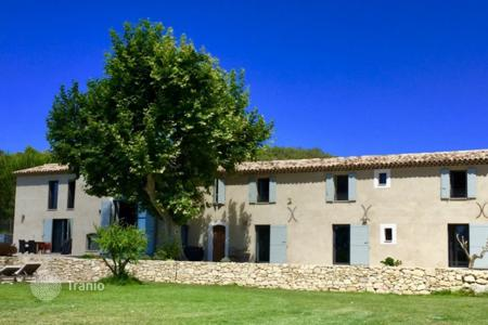 Property for sale in Saint-Martin-de-la-Brasque. Close to Aix-en-Provence — Renovated Mas