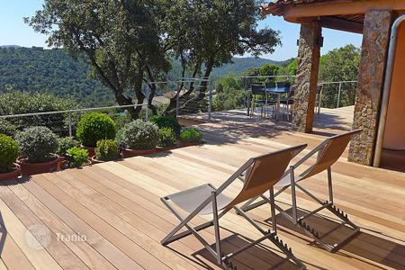 Villas and houses for rent with swimming pools in Bormes-les-Mimosas. Detached house – Bormes-les-Mimosas, Côte d'Azur (French Riviera), France