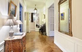 Luxury 4 bedroom apartments for sale in Ile-de-France. Paris 7th District – A near 180 m² family apartment
