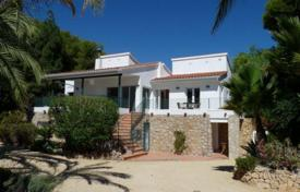 Luxury chalets for sale in Southern Europe. Chalet – L'Alfàs del Pi, Valencia, Spain