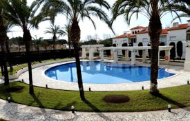 Luxury apartment located in a prestigious complex. Very good location next to the picturesque Sant Pol beach. for 550,000 €