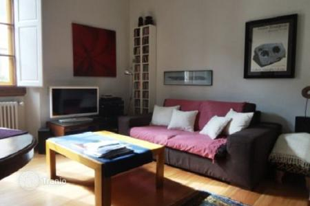 Apartments for sale in Tuscany. Completely restored apartment in a quiet district, Florence, Italy