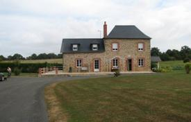 Cheap 5 bedroom houses for sale in France. Stunning large 5 bedroom stone proeprty, in first class condition, with huge 400 m² barn ideal for 3
