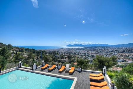 Luxury 6 bedroom houses for sale in Le Cannet. Close to Cannes — On the heights — Majestic family villa