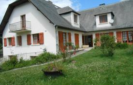 Property for sale in Bagnères-de-Bigorre. Spacious villa with two separate apartments, near the city center, Bagneres-de-Bigorre, France