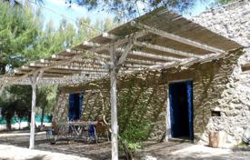 Residential for sale in Province of Lecce. House converted from an old trullo quadrangular sale in Torre Pali (Salve)