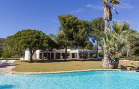 Traditional Spanish villa with a view of the sea, on a plot with a pool and a tennis court, San Jose, Ibiza, Spain for 13,000 € per week