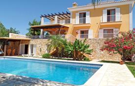 4 bedroom houses for sale in Faro. Villa with Pool & 4/6 Bedroom, Located in Tavira