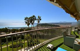 2 bedroom apartments for sale in Côte d'Azur (French Riviera). Furnished panoramic seaview apartment in a secured residencial estate with pools, a fitness-club and a garage, Nice, France