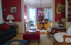 Luxury property for sale in Madrid. Great renovated stately apartment, located in the best area of Las Cortes, near from the Prado Museum in the historic city center
