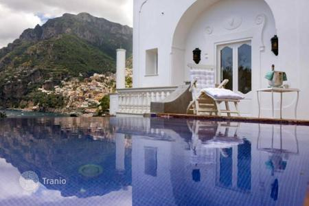 Houses with pools for sale in Campania. Villa – Sorrento, Campania, Italy