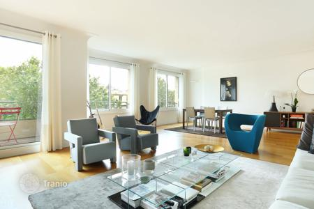 Apartments for sale in Ile-de-France. Paris 16th District – Facing the bois de Boulogne