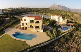 Houses with pools by the sea for sale in Chania. Villa – Chania (city), Chania, Crete, Greece