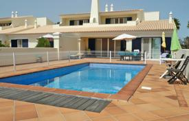 Property for sale in Castro Marim. 3 Bedroom Linked villa with pool on a golf course, Castro Marim