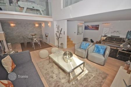 Apartments for sale in Cannes. Furnished duplex in the very heart of Cannes on Mediterranean seashore