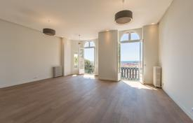 Nice, 4 room Bourgeois apartment, totally renovated, heart of Cimiez area for 1,380,000 €