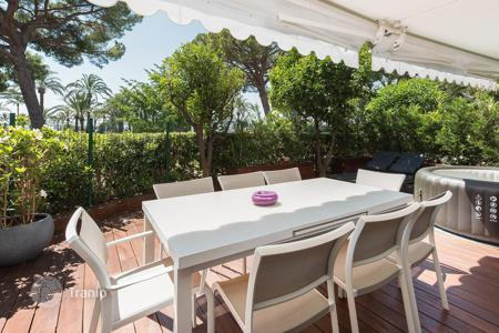 Apartments for sale in Cannes. Cannes — Croisette — Close to beaches